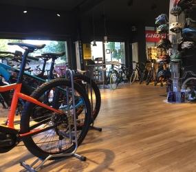 Pavimento PVC Huno snc | biciclette elettriche e a pedalata assistita a Bergamo